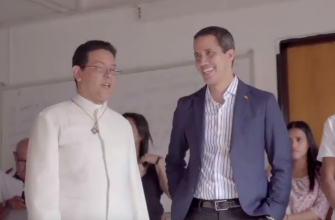 Juan Guaidó visits SCJ parish in Caracas